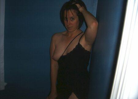 Femme adultère soumise pour coquin qui aime la domination de temps à autre libre