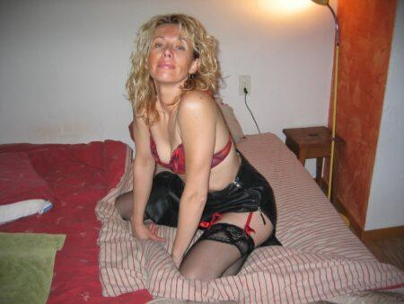 Femme cougar sexy recherche un coquin pour un plan cul sur le Doubs