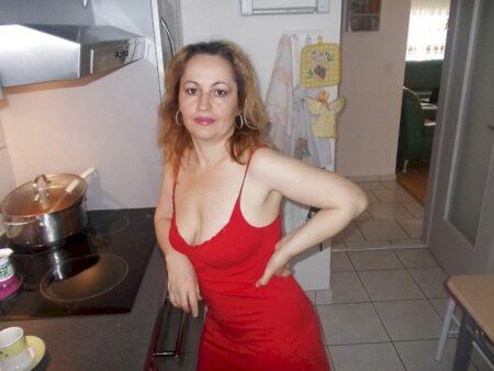 Jolie femme coquine qui a envie d'un plan cul